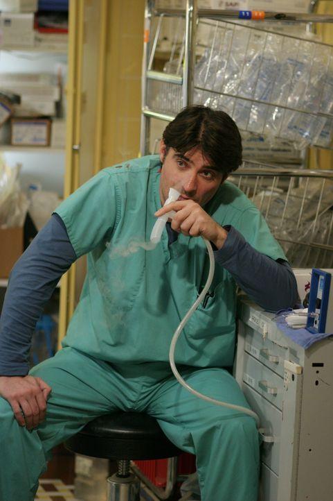 Leidet unter den Folgen eines Angriffs: Luka Kovac (Goran Visnjic) ... - Bildquelle: Warner Bros. Television