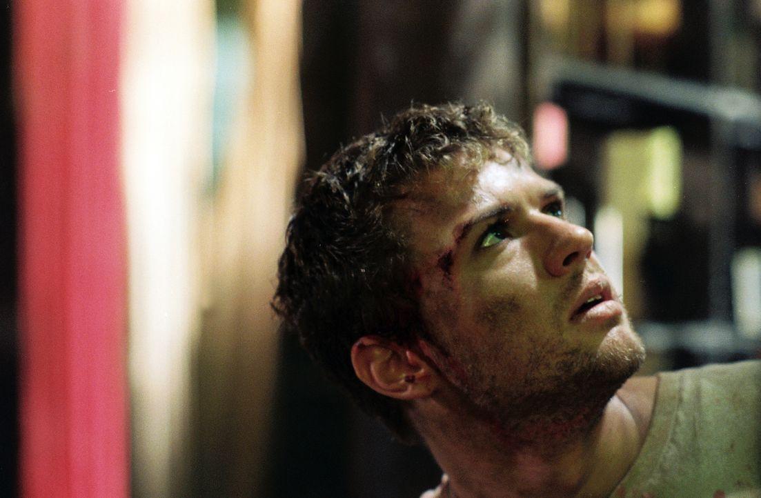 Für Martijn (Ryan Phillippe) beginnt ein sadistisches Verhör mit dem muslimischen Kopf der Gruppe - Ahmet, und dieser will Antworten! - Bildquelle: Lions Gate Films