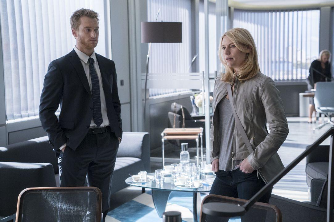 Steht ihr Job zwischen ihnen? Carrie (Claire Danes, r.) und Jonas (Alexander Fehling, l.) ... - Bildquelle: Stephan Rabold 2015 Showtime Networks, Inc., a CBS Company. All rights reserved.