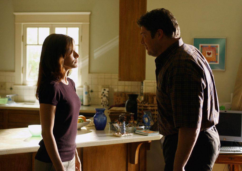 Wohnt wieder zuhause bei seiner Frau Alison (Elizabeth Bogush, l.), doch ihre Affäre mit seinem Freund Ikey kann er ihr noch nicht verzeihen: Owen (... - Bildquelle: ABC Studios