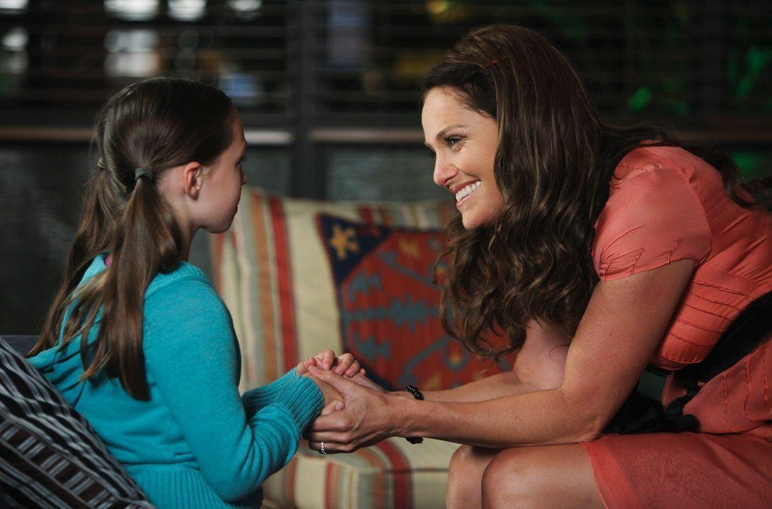 Dells Tochter Betsy (Hailey Sole, l.) taucht mit ihrer Tante in der Oceanside Wellness Group auf. Die Frau hat nach Dells Tod das Mädchen bei sich... - Bildquelle: ABC Studios