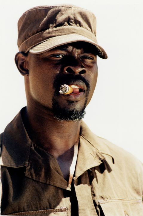 Detective Youssouf (Djimon Hounsou) ahnt nicht, dass die Geisel ein ganz besonderes Verhältnis zu ihrem Kidnapper hat ... - Bildquelle: Starmedia Home Entertainment