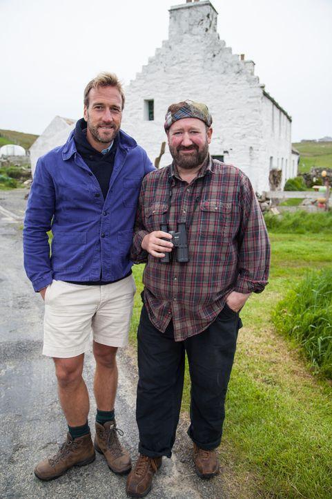 Abenteurer Ben Fogle (l.) trifft Tommy Hyndman (r.), der sich mit einem Gästehaus auf Fair Isle einen Traum erfüllt hat ... - Bildquelle: Jo Young 2015 BBC / Renegade Pictures