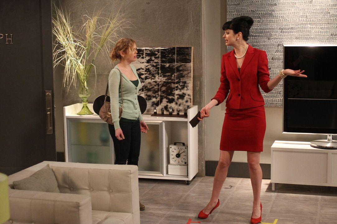 Als June (Dreama Walker, l.) mit einer Horde Mädchen vorbeikommt, mach Chloe (Krysten Ritter, r.) ihr unmissverständlich klar, dass diese Leute un... - Bildquelle: 2012 Twentieth Century Fox Film Corporation. All rights reserved.