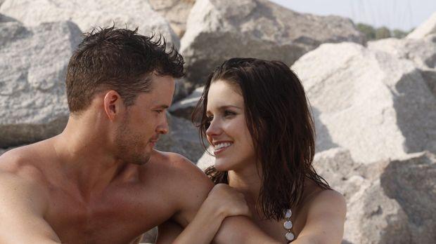 Während ihre Freunde in Las Vegas heiraten, haben Julian (Austin Nichols, l.)...