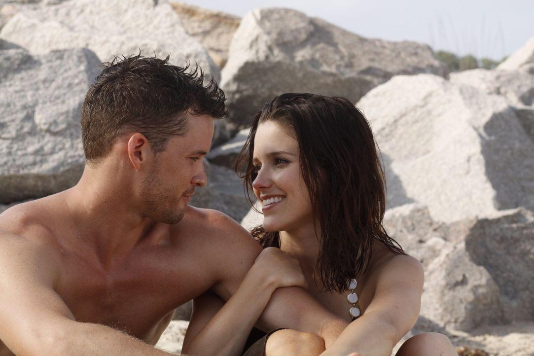 Während ihre Freunde in Las Vegas heiraten, haben Julian (Austin Nichols, l.) und Brooke (Sophia Bush, r.) mit einer altbekannten Widersacherin zu k... - Bildquelle: Warner Bros. Pictures