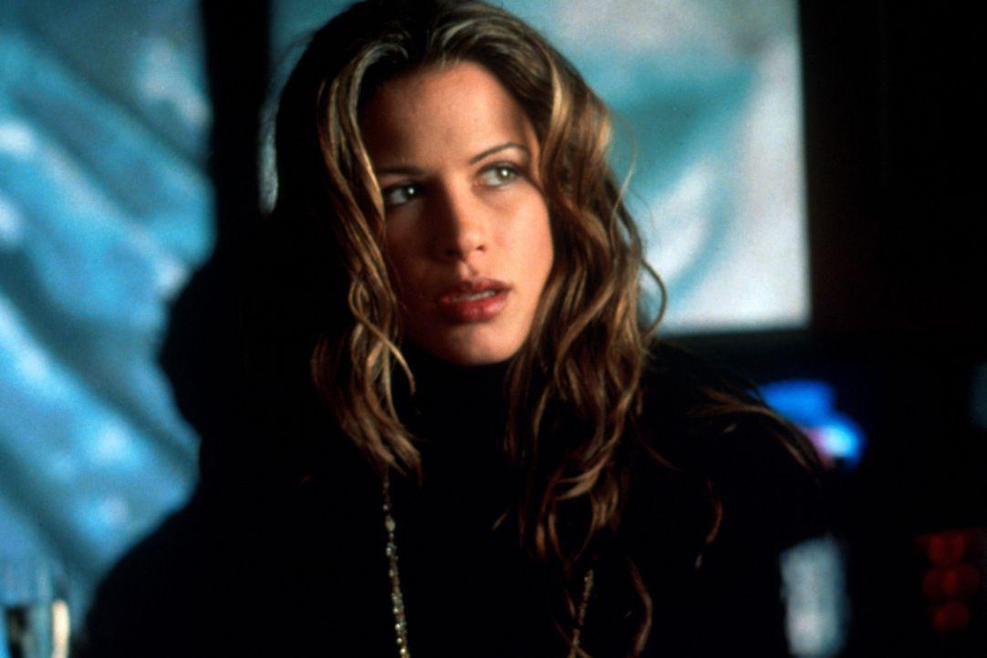 Ihr Wissen bringt sie als Angestellte des Pornoproduzenten Cyrus Paice in Gefahr: die Prostituierte Geraldine (Rhona Mitra) ... - Bildquelle: Warner Bros.