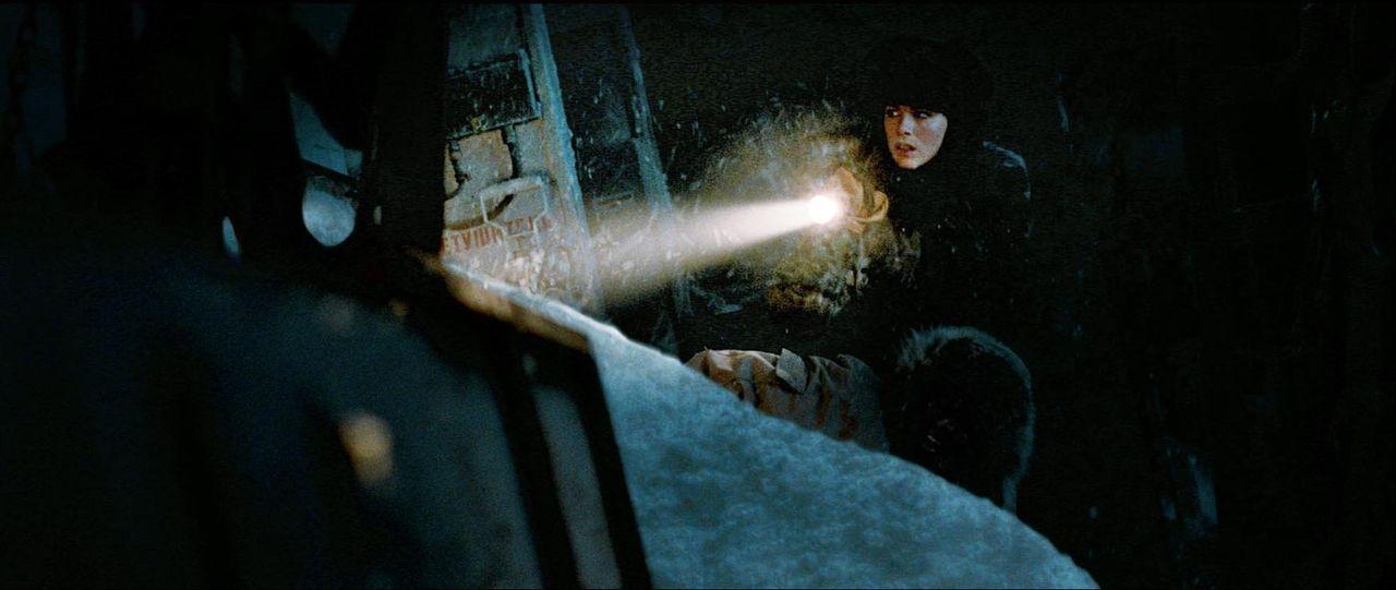 Unter erschwerten Bedingungen versucht Carrie Stetko (Kate Beckinsale) herauszufinden, wer den Geologen Anton Weiss getötet hat ... - Bildquelle: Warner Bros.