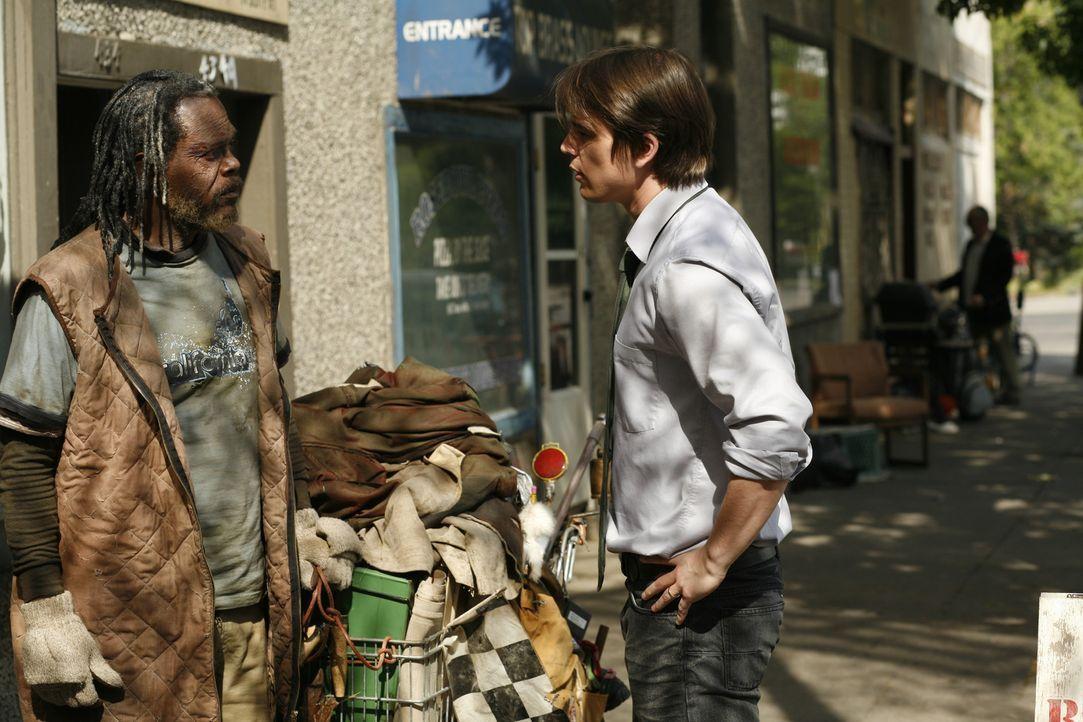 Als Erik Kernan Jr. (Josh Hartnett, r.) auf den obdachlosen Champ (Samuel L. Jackson, l.) trifft wittert er eine Sensationstory ...