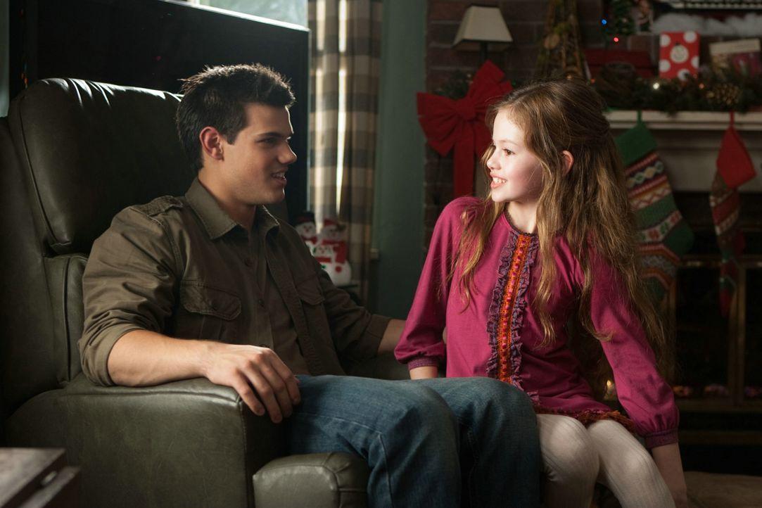 Jacob mit Bellas Tochter Renesmee  - Bildquelle: 2012 Summit Entertainment, LLC. All rights reserved.