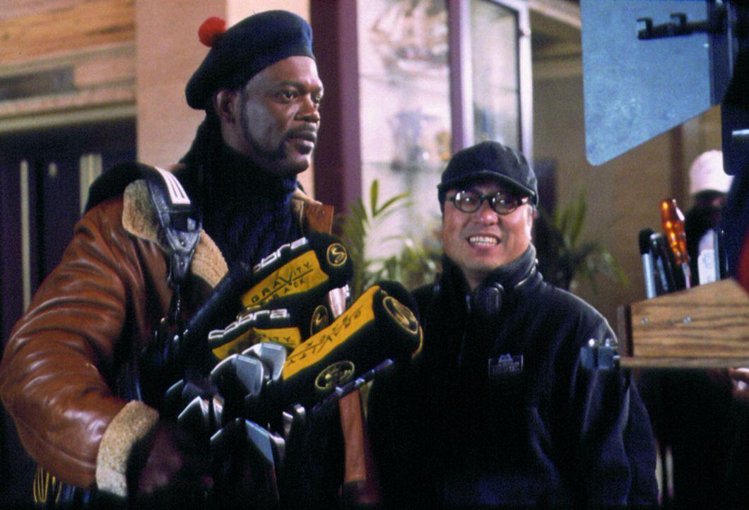 Dreharbeiten: Hauptdarsteller Elmo (Samuel L. Jackson, l.) und Regisseur Ronny Yu, r. ... - Bildquelle: Alliance Atlantis Communications