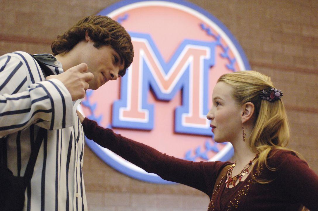 Obwohl Jamie (Kay Panabaker, r.) einen treuen Freund hat, schwärmt sie für den attraktiven Marco (Chad Broskey, l.). Da wird das junge Mädchen ü... - Bildquelle: Buena Vista International Television