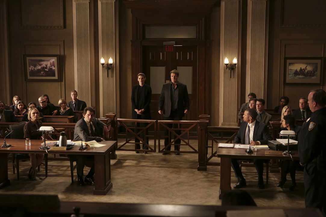 Im letzten Moment: Castle (Nathan Fillion, M.r.) und Beckett (Stana Katic, M.l.) haben Informationen die das Auskommen des Mordprozesses bedeutend v... - Bildquelle: Scott Everett White 2016 American Broadcasting Companies, Inc. All rights reserved.