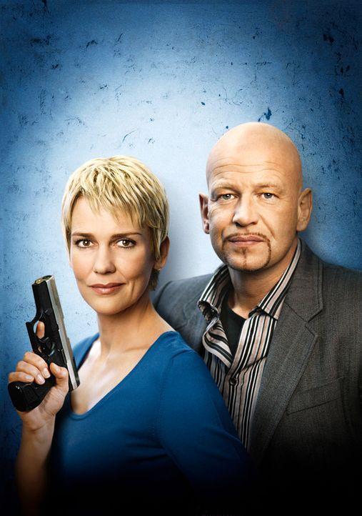 Die Kommissare Alexandra Rietz (l.) und Michael Naseband (r.) ... - Bildquelle: Holger Rauner Sat.1