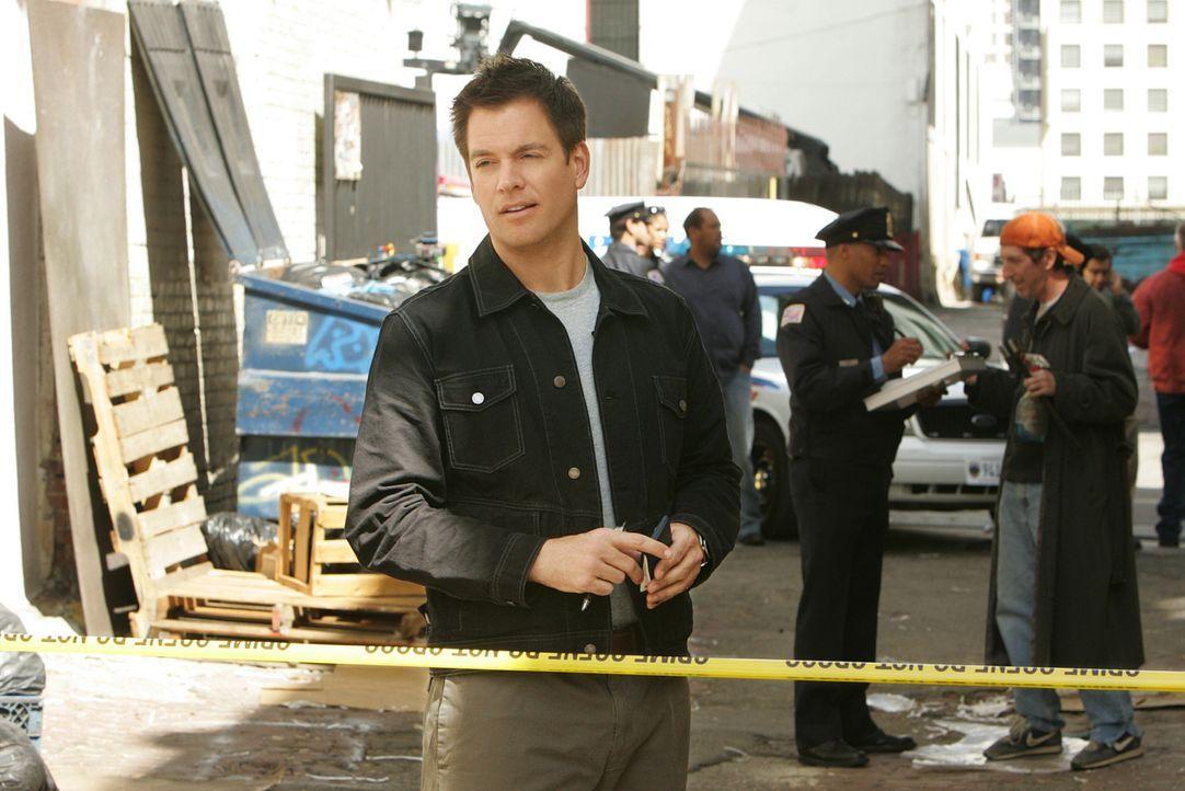Während der Überwachung eines Lagerhauses, geschieht vor den Augen der Agenten ein Mord. Die ermittelnde Polizistin ist zunächst nicht an der Hil... - Bildquelle: CBS Television