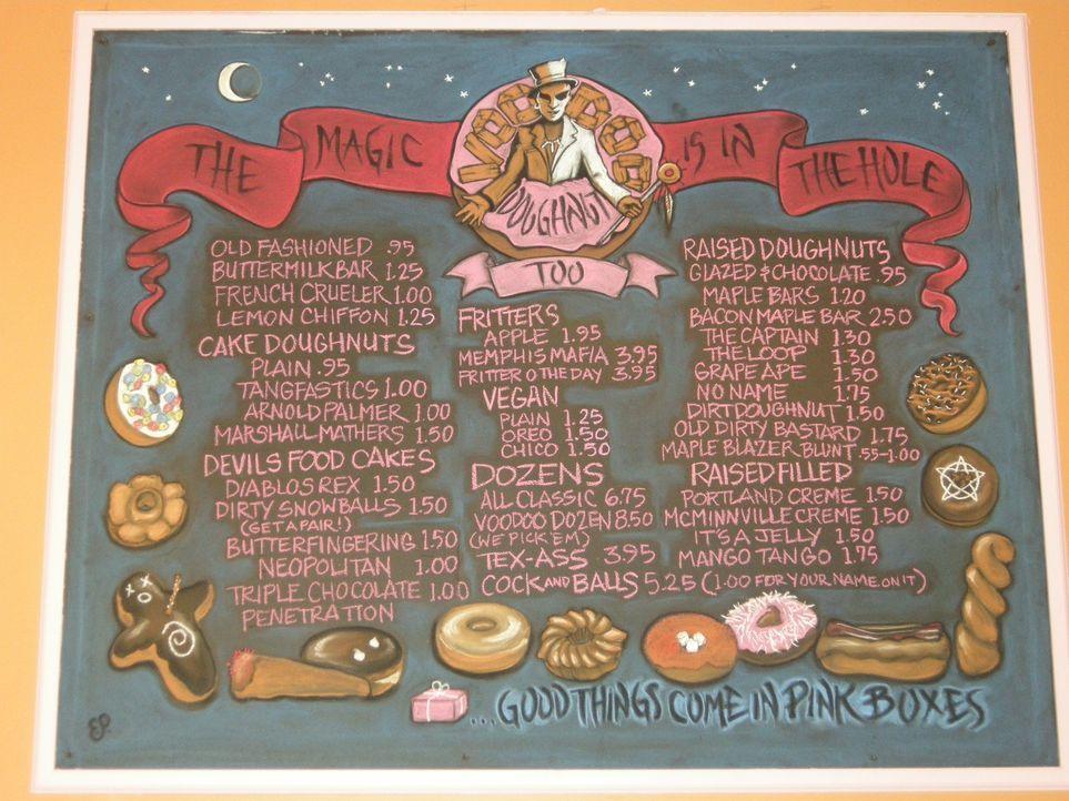 Das Menü von Voodoo Doughnuts in Portland bietet wirklich für jeden Geschmack etwas. Hier testet Adam Donuts, die schon fast künstlerisch sind ... - Bildquelle: Ryder Greene The Travel Channel, L.L.C.