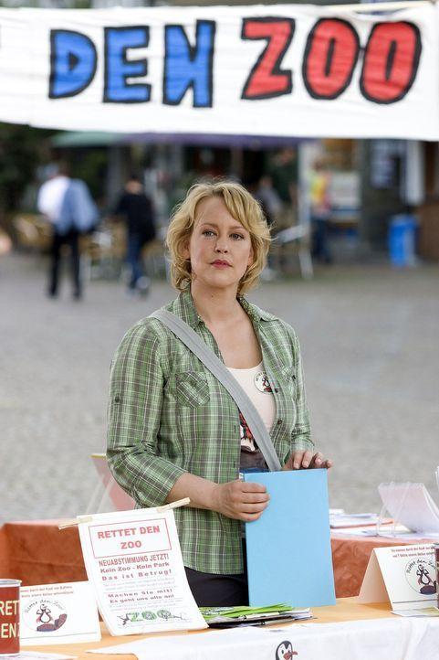 Sonjas (Floriane Daniel) großes Engagement hat sich gelohnt: Der Stadtrat will noch einmal über die Zukunft des Zoos abstimmen! - Bildquelle: Sat.1