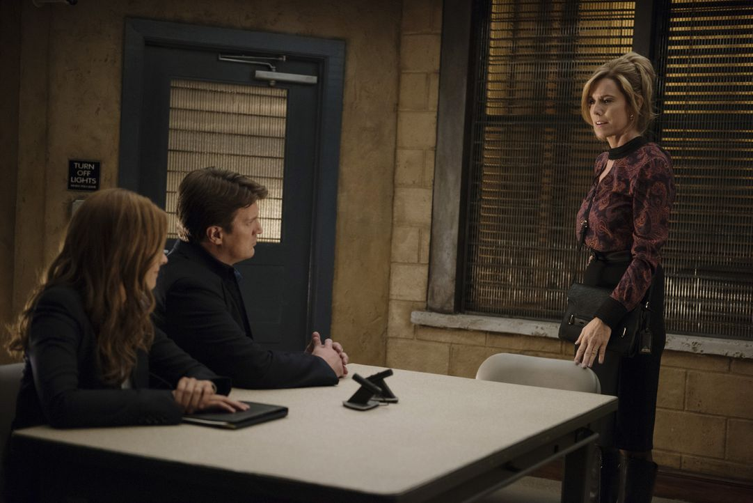 Einen pathologischen Lügner als Mann: Wie wohl seine Ehefrau (Lise Colleen Simms, r.) damit umgeht? Castle (Nathan Fillion, M.) und Beckett (Stana K... - Bildquelle: Greg Gayne 2015 American Broadcasting Companies, Inc. All rights reserved.