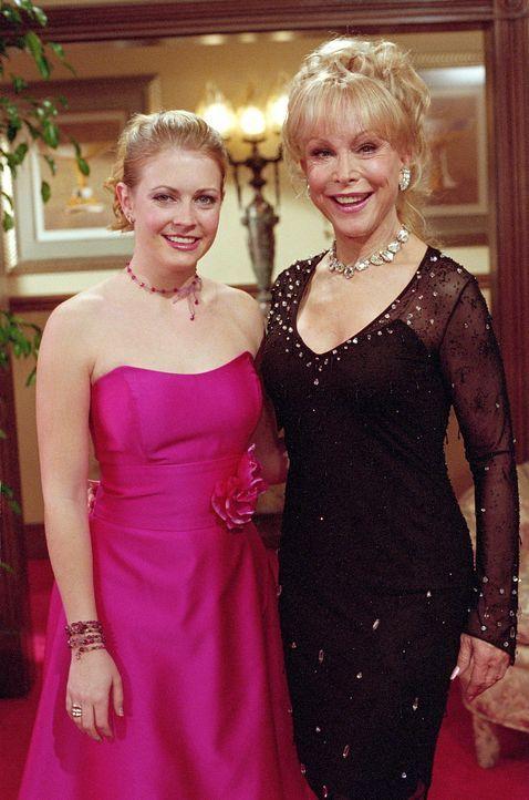 Bei so viel Freundschaft und Liebe zwischen Peter, Roxie und Sabrina (Melissa Joan Hart, l.) muss auch Tante Irma (Barbara Eden, r.) passen, und die... - Bildquelle: Paramount Pictures
