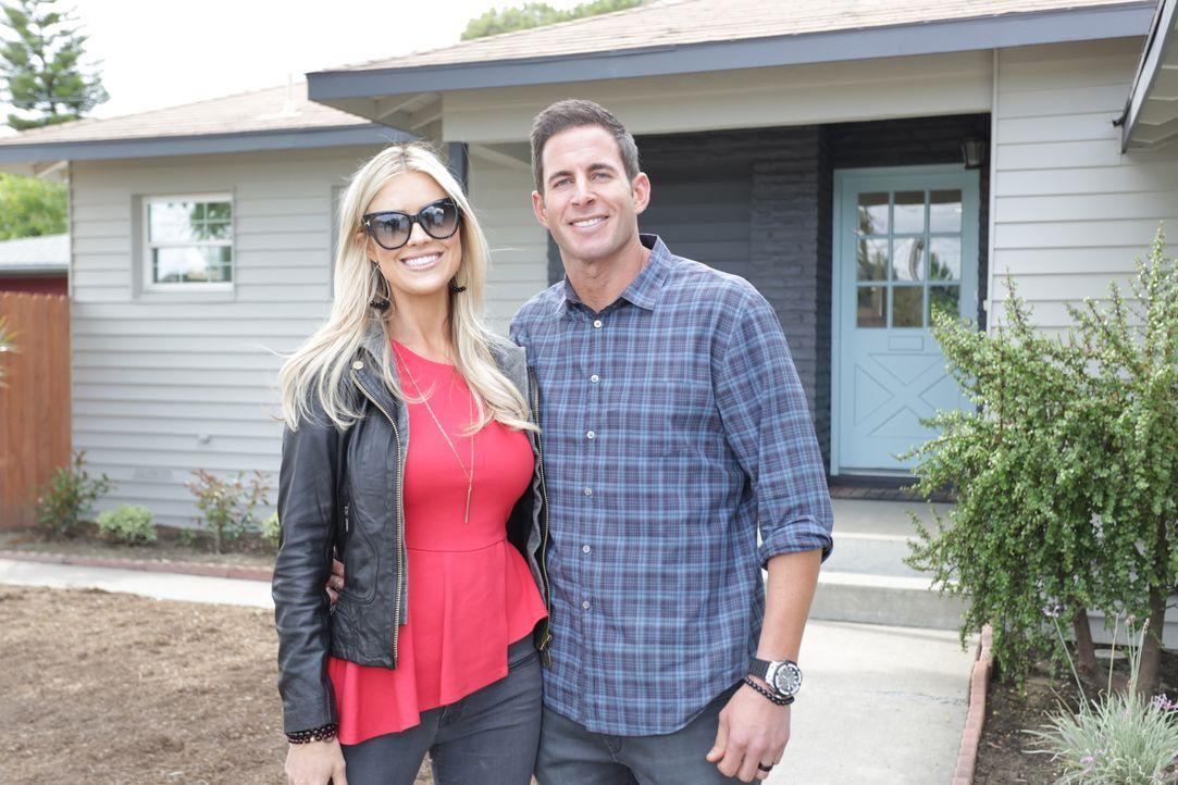 Das Makler-Paar Christina (l.) und Tarek (r.) El Moussa kaufen preiswert heruntergekommene Häuser und renovieren sie mit all ihrer Energie und Kreat... - Bildquelle: 2016,HGTV/Scripps Networks, LLC. All Rights Reserved