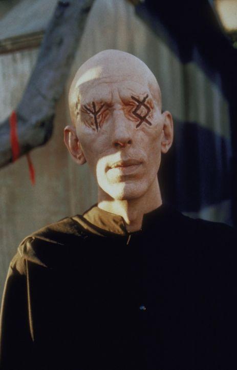 In Sunnydale tauchen mysteriöse Wesen aus der Unterwelt auf. Es handelt sind um die Todesboten, die der Macht des Bösen dienen. - Bildquelle: TM +   2000 Twentieth Century Fox Film Corporation. All Rights Reserved.