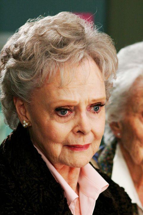 Ist besorgt: Agnes (June Lockhart) ... - Bildquelle: Touchstone Television