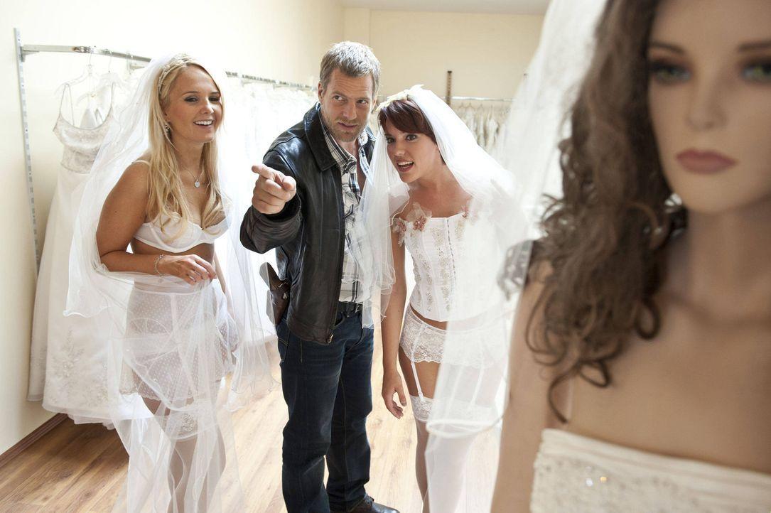 Kann sich mit der Emanzipation der Frau nicht so recht anfreunden: Mick (Henning Baum, M.) ... - Bildquelle: SAT.1