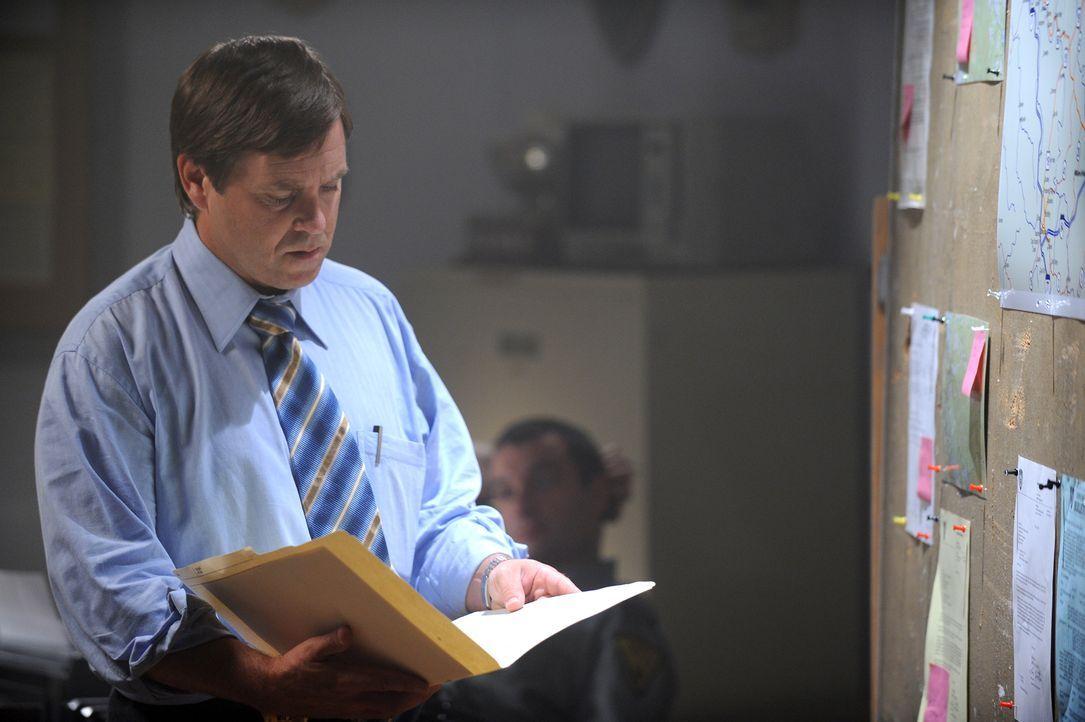 Als sich die Aussagen der Angestellten des vermissten Tod McQuaid in Widersprüchen verstricken, beginnen Detective Bruce Sloan (Jay Kee) und seine K... - Bildquelle: Jag Gundu Cineflix 2012