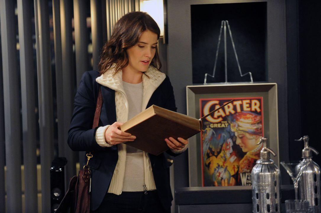 Wird immer misstrauischer, was die Beziehung zwischen Barney und Patrice angeht: Robin (Cobie Smulders) ... - Bildquelle: 2012-2013 Twentieth Century Fox Film Corporation. All rights reserved.