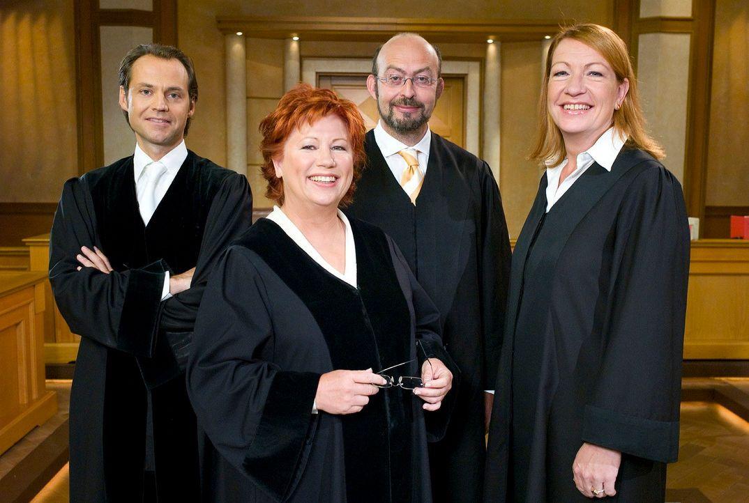 v.l.n.r. Bernd Römer, Barbara Salesch, Uwe Krechel, Ulrike Tasic - Bildquelle: Stefan Menne Sat.1