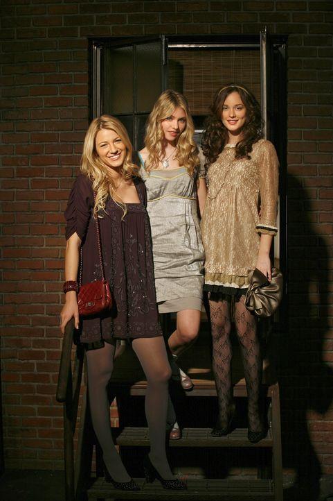 Es ist Thanksgiving: Überall wird gefeiert und überall geht etwas schief: Blair (Leighton Meester, r.), Serena (Blake Lively, l.) und Jenny (Taylo... - Bildquelle: Warner Brothers