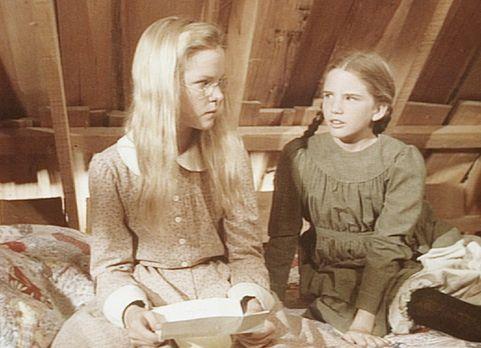 Unsere kleine Farm - Laura (Melissa Gilbert, r.) lässt ihrer Schwester Mary (...