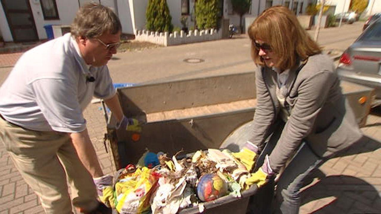 Entsorgen den Müll der Mietpreller: Familie Holzhauer ... - Bildquelle: SAT.1
