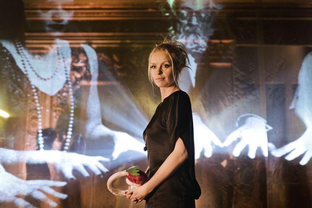 Einst lebte Louise (Nina Hoss) am Hofe Friedrich des Großen, jetzt durchstreift die das nächtliche Berlin auf der Suche nach der großen Liebe - und... - Bildquelle: 2010 Constantin Film Verleih GmbH.