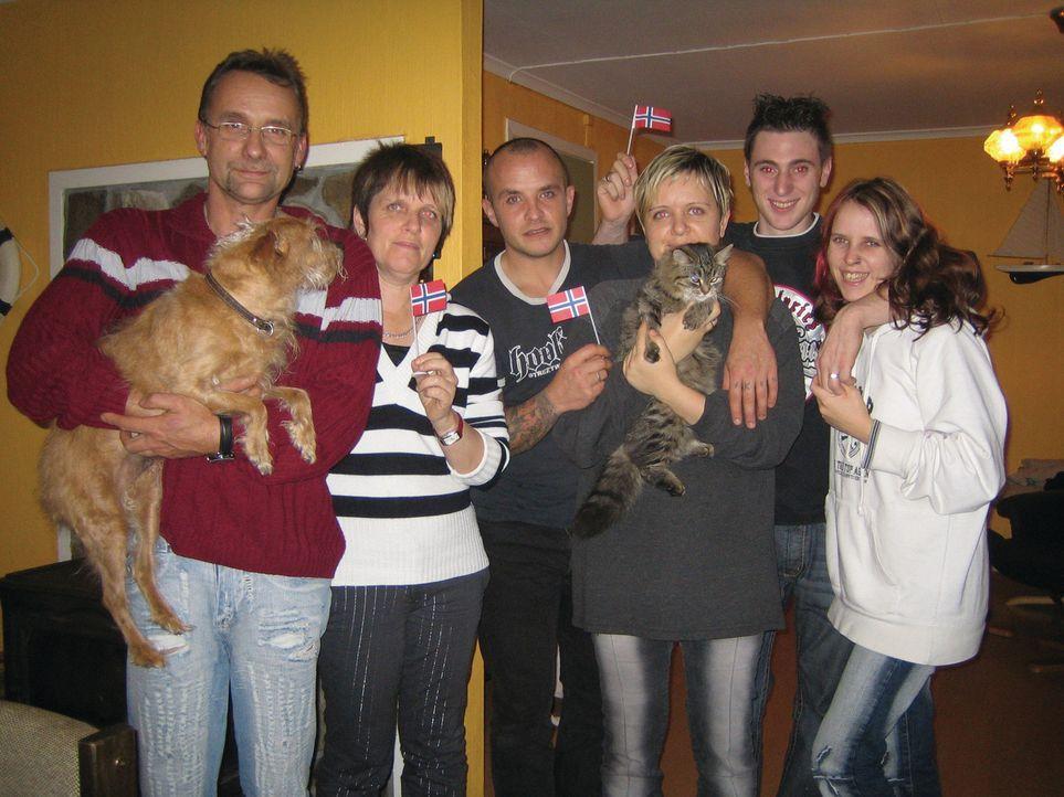 Familie Nagel will ein neues Leben in Norwegen beginnen (v.r.n.l.) Rüdiger, Jutta, Roman, Steffanie, Daniel und Jennifer - Bildquelle: kabel eins