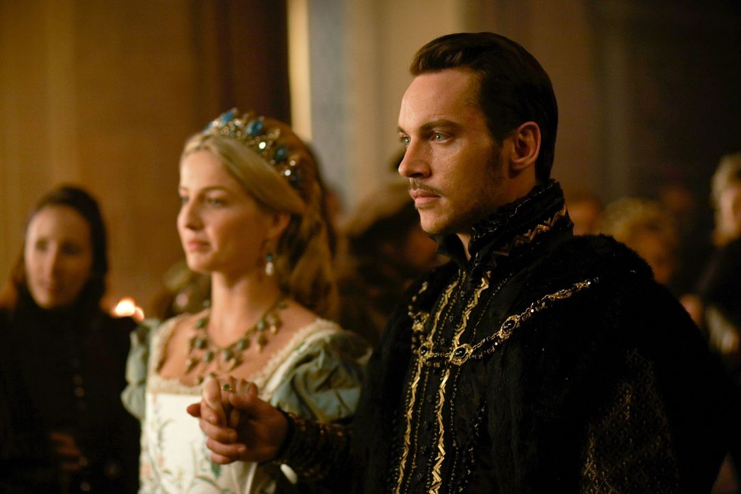 Noch scheint zwischen Henry (Jonathan Rhys Meyers, r.) und Jane (Annabelle Wallis, l.) alles in bester Ordnung zu sein, doch schon bald wird der ang... - Bildquelle: 2009 TM Productions Limited/PA Tudors Inc. An Ireland-Canada Co-Production. All Rights Reserved.