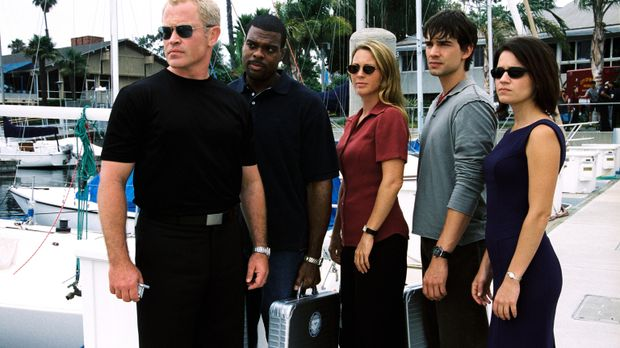 Das Team (Troy Winbush, 2.v.l., Kelli Williams, M., Christopher Gorham, 2.v.r...