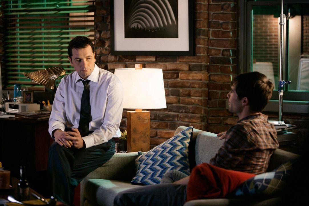 Scotty (Luke McFarlane, r.) erfährt, dass Kevin (Matthew Rhys, l.) ihn zum Essen nicht mitnimmt ... - Bildquelle: 2008 ABC INC.