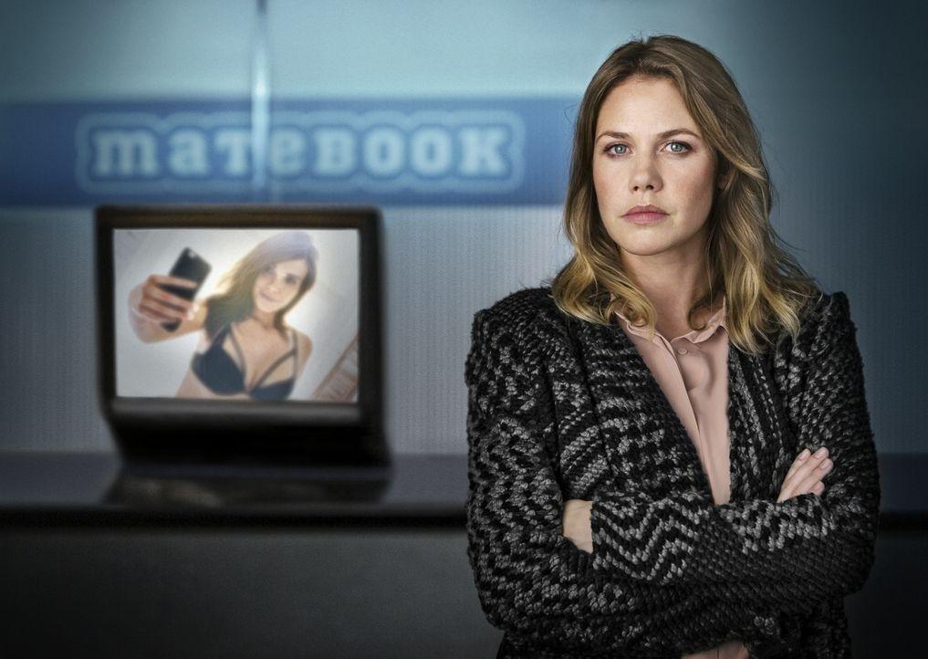 Als ein Nacktbild ihrer 16-jährigen Tochter im Internet auftaucht und die Familie erpresst wird, will Charlotte (Felicitas Woll) Gerechtigkeit. Doch... - Bildquelle: Arvid Uhlig SAT.1