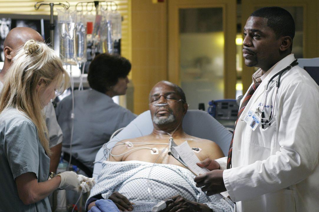 Als Gates eine bestimmte Medikamentensituation des Patienten Jimmy Anderson (Albert Hall, M.) übersieht, geht es um Leben und Tod. Pratt (Mekhi Phif... - Bildquelle: Warner Bros. Television