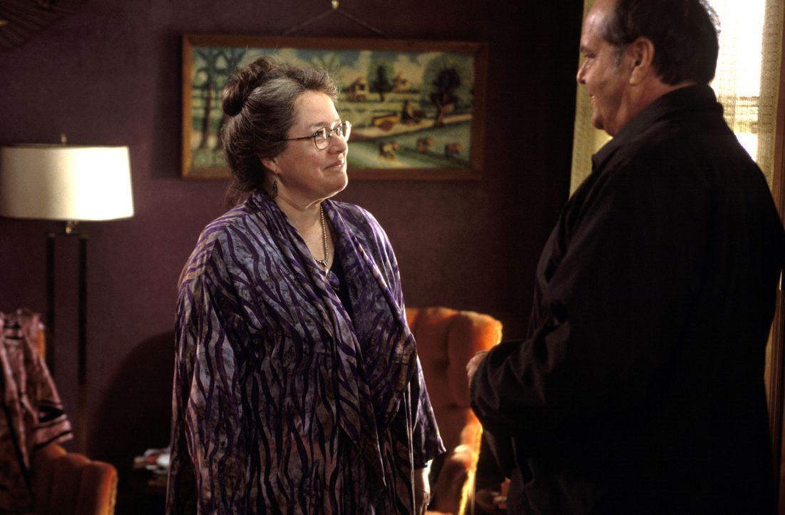 Mit der esoterisch eingestellten Roberta Hertzel (Kathy Bates, l.) kommt der konservative Warren Schmidt (Jack Nicholson, r.) überhaupt nicht klar... - Bildquelle: New Line Cinema