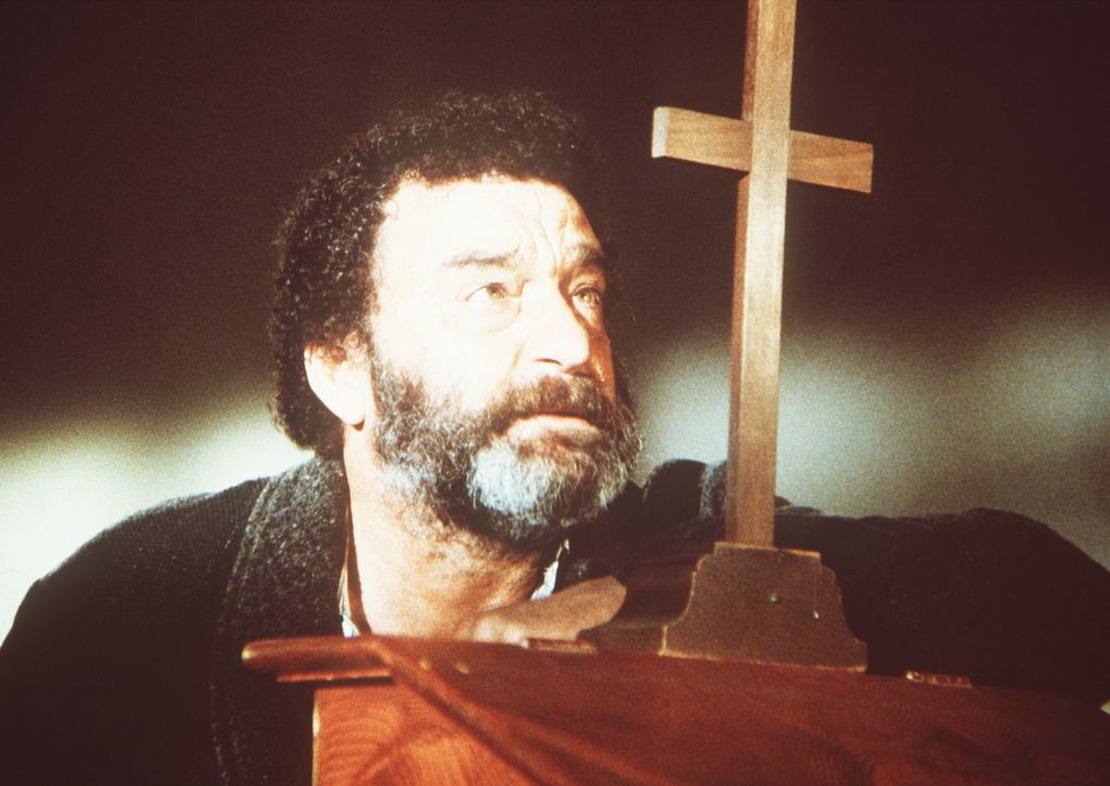 Mr. Edwards (Victor French) bittet Gott um die Kraft, endlich vom Alkohol loszukommen. - Bildquelle: Worldvision