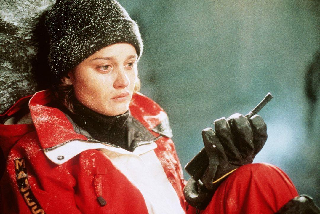 Am gefährlichsten Berg der Welt ist die Hochgebirgsklettererin Annie (Robin Tunney) in einer Gletscherspalte gefangen. Nur ihr Bruder kann sie noch... - Bildquelle: Columbia Pictures