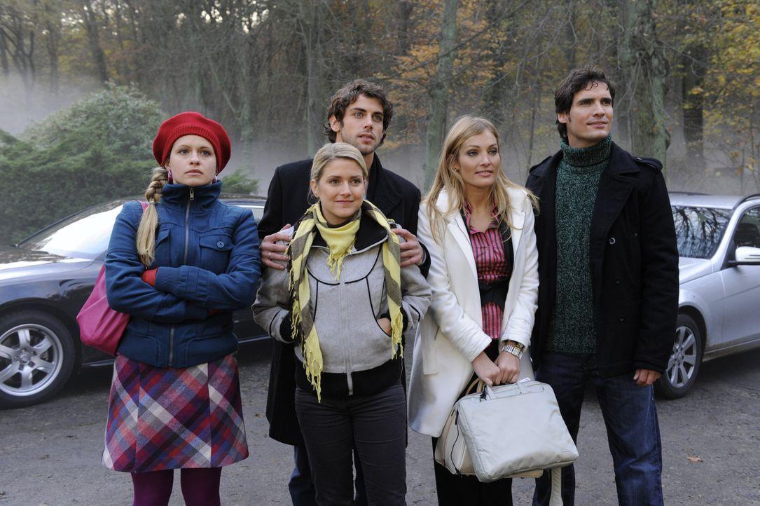 Gemeinsam machen sie eine Reise auf das Schloss Hackforth: Mia (Josephine Schmidt, l.), Anna (Jeanette Biedermann, 2.v.l.), Jonas (Roy Peter Link, M... - Bildquelle: SAT.1