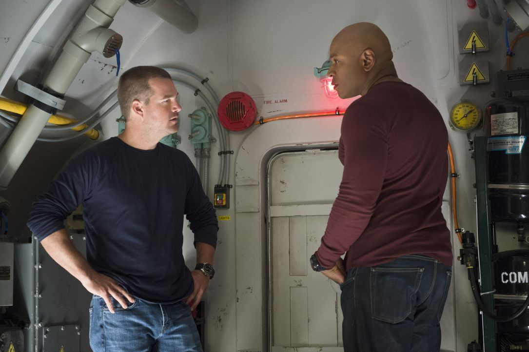Die Special Agents Callen (Chris O'Donnell, l.) und Sam (LL Cool J, r.) befinden sich in einer scheinbar ausweglosen Situation: Sie sind in einem U-... - Bildquelle: 2014 CBS Broadcasting, Inc. All Rights Reserved.