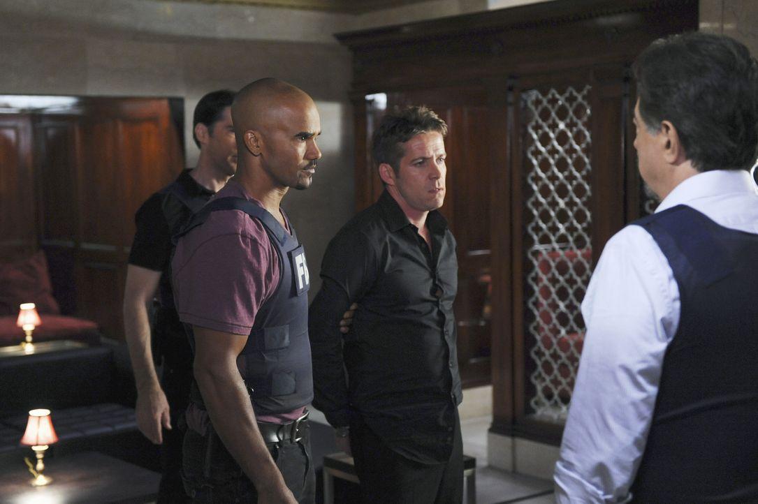 Haben Hotch (Thomas Gibson, l.), Morgan (Shemar Moore, 2.v.r.) und Rossi (Joe Mantegna, r.) in Thane Parks (Sean Maguire, 2.v.r.) den gesuchten Mör... - Bildquelle: ABC Studios