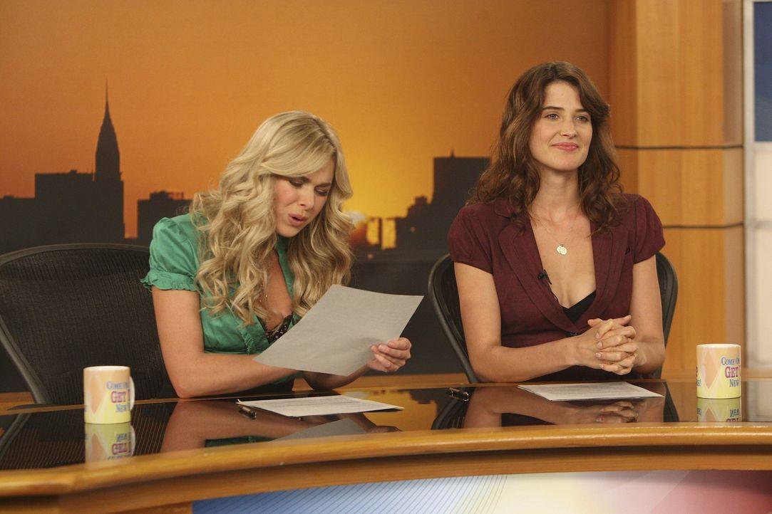 Robin (Cobie Smulders, r.) hofft, dass Marshall und Lily ihr Baby auf keinen Fall Becky nennen, denn ihre Co-Moderatorin Becky (Laura Bell Bundy, l.... - Bildquelle: 20th Century Fox International Television