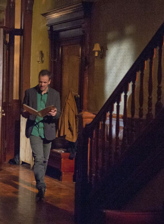 Ermittelt in einem neuen Fall: der etwas durchgeknallte Ermittler Sherlock Holmes (Jonny Lee Miller) ... - Bildquelle: CBS Television
