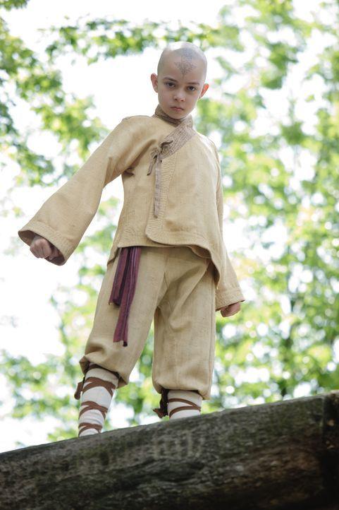 Vor 100 Jahren geschah das Unbegreifliche: Der Avatar verschwand plötzlich und seither regiert das Chaos die Welt. Da wird ein kleiner Junge (Noah... - Bildquelle: Zade Rosenthal 2010 PARAMOUNT PICTURES.  All Rights Reserved.