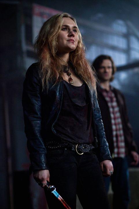 Meg (Rachel Miner, l.) präsentiert sich Sam (Jared Padalecki, r.) als gute Verbündete ... - Bildquelle: Warner Bros. Television